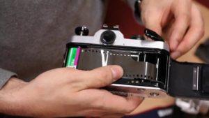 Fotografía Analógica: ¿cómo se pone un carrete? (tutorial)