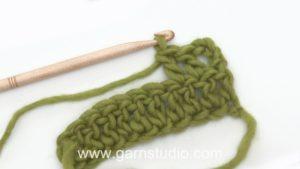 How to crochet a double crochet (dc) US / treble (tr) UK