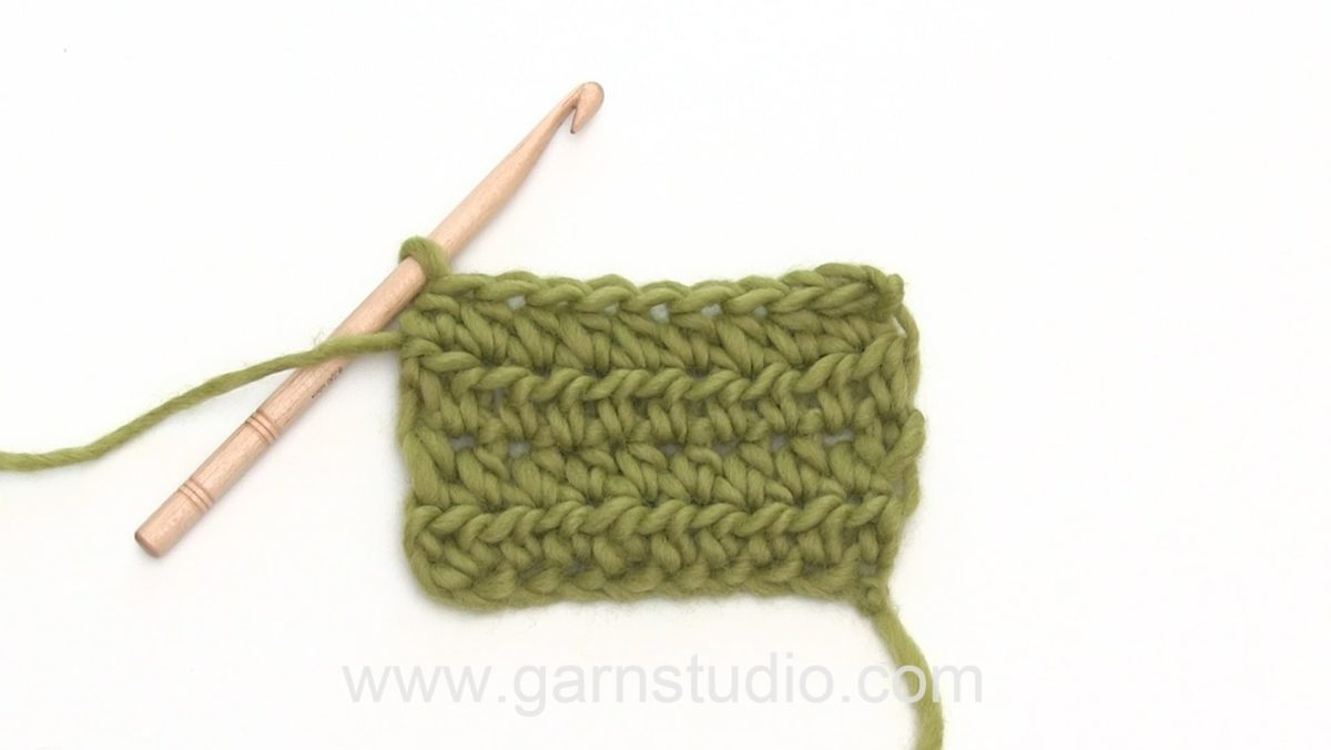 How to crochet a half double crochet (hdc) US / half treble crochet (htr) UK