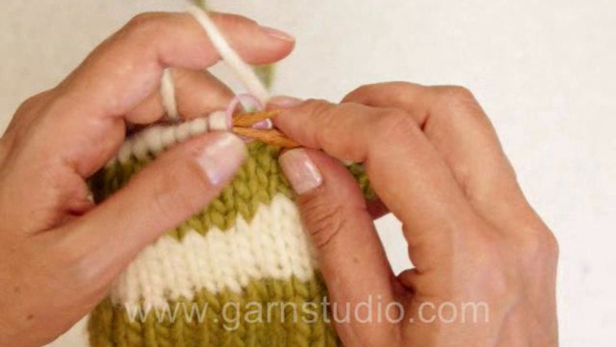 How to knit stripes in the round with no jog