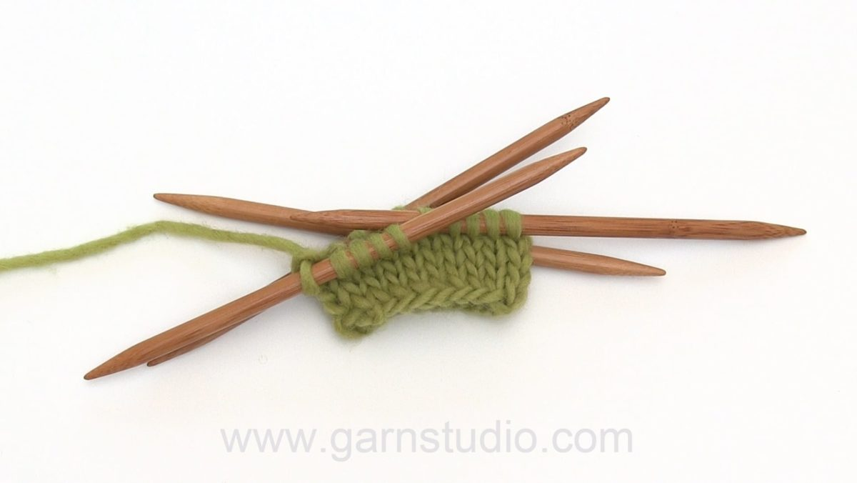 How to cast on and knit stockinette stitch on double pointed needles