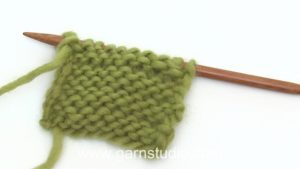 How to knit a purl (P) stitch (US/UK method)