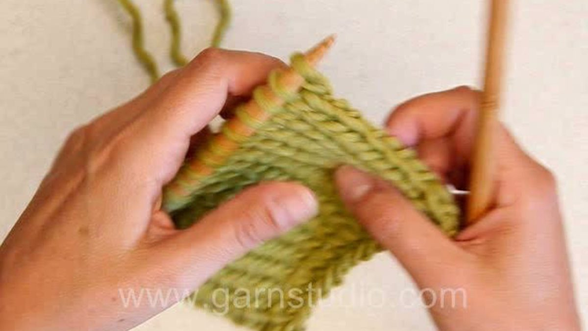 How to knit edge stitches in stockinette stitch