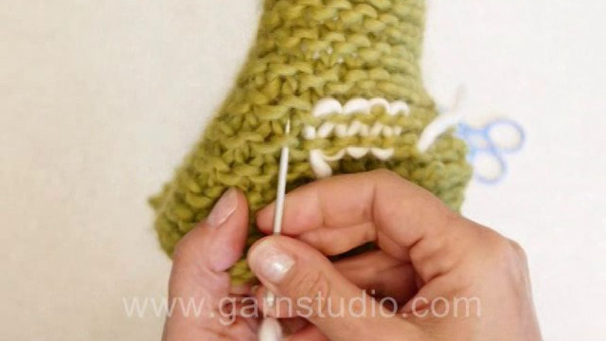 How to weave in tails in garter st