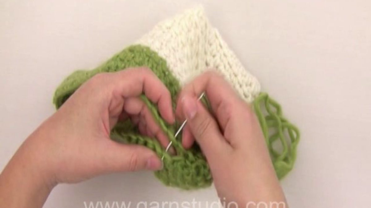 How to assembly a crochet slipper