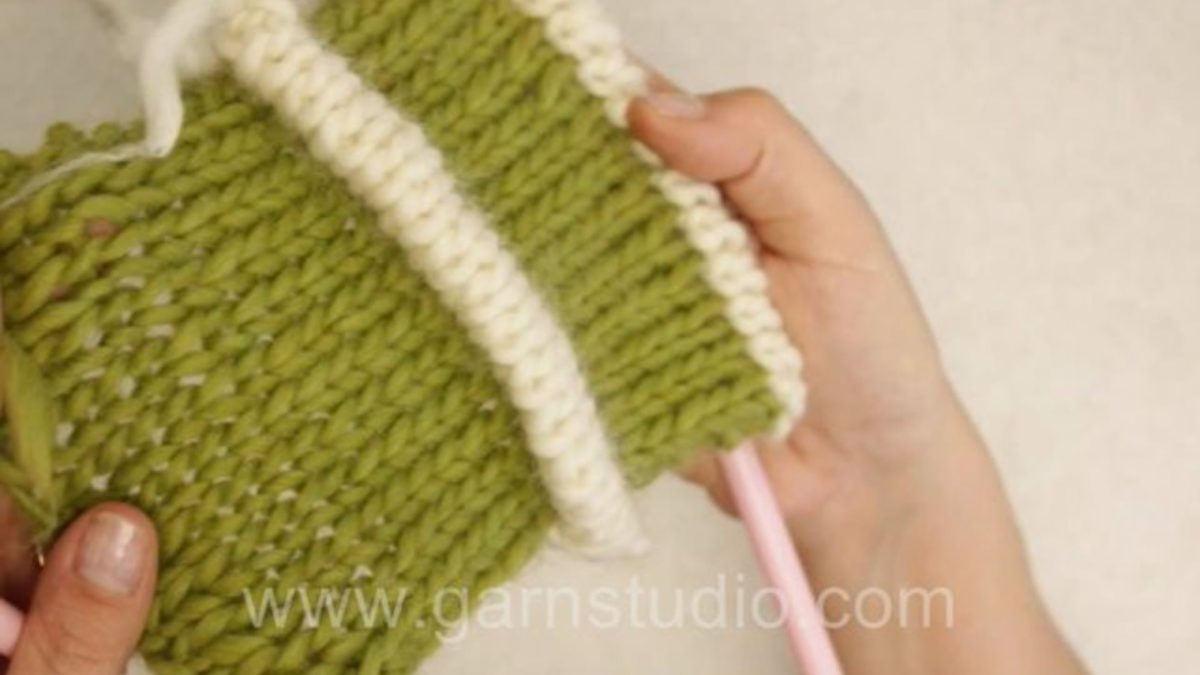 How to knit a pintuck (aka tuck)
