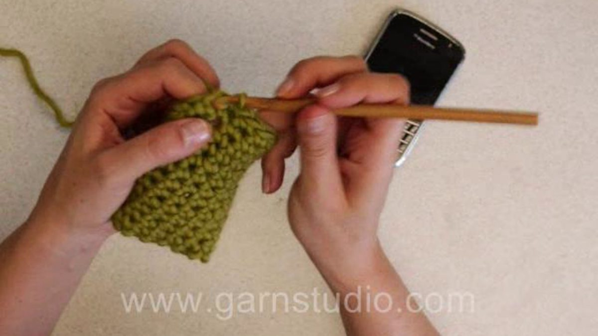 How to crochet a mobile pouch