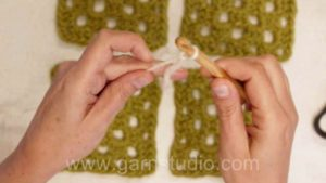 How to crochet granny squares together