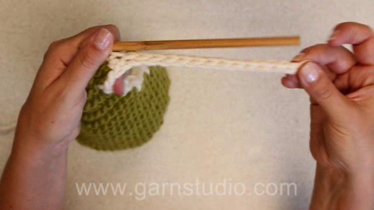 How to crochet a tie string
