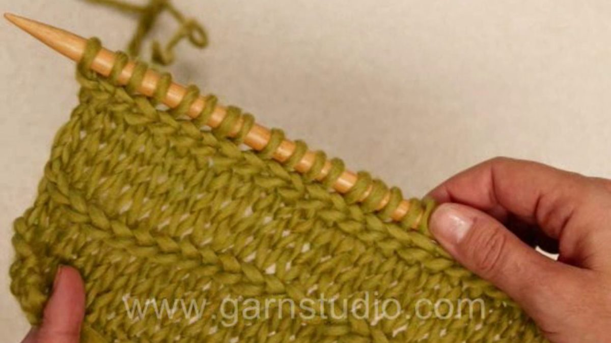 How to knit a horizontal solid coloured braid