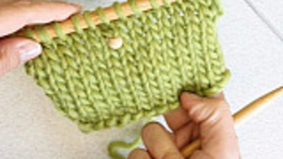 How to knit in a single or few beads