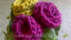 How to crochet a simple little rose