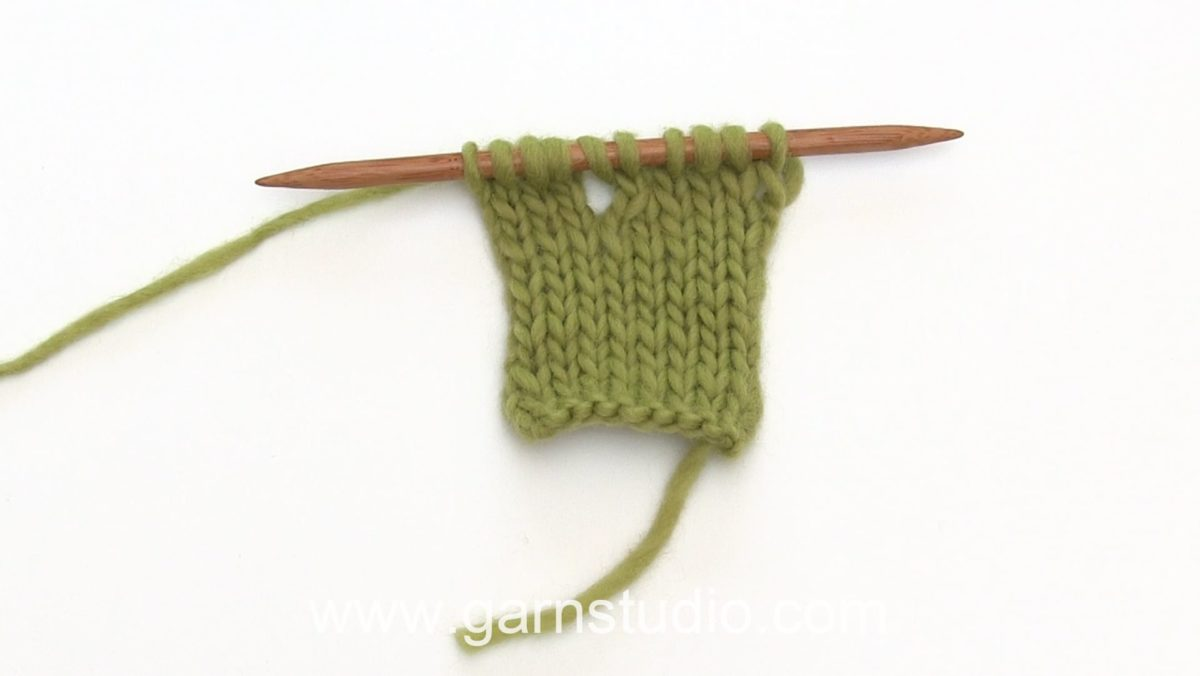 How to knit a small buttonhole