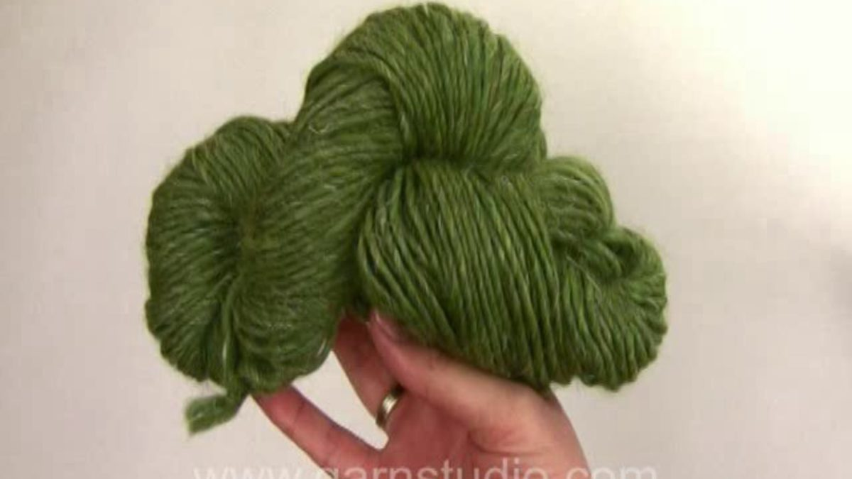 How to wind hanks to a yarn ball